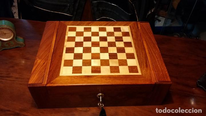 Herramientas de relojes: Botita caja con llave para guardar tábaco, relojes, joyas o lo que se quiera, creo que de cedro - Foto 3 - 183865775