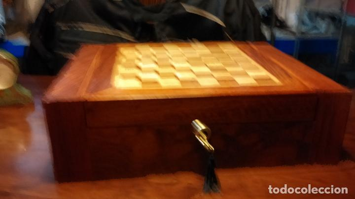 Herramientas de relojes: Botita caja con llave para guardar tábaco, relojes, joyas o lo que se quiera, creo que de cedro - Foto 4 - 183865775