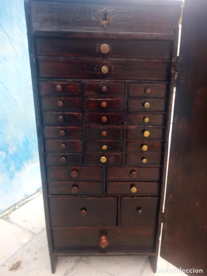 ANTIGUO ARMARIO DE RELOJERO,CON 27 CAJONES ABAJO Y EN LA PARTE DE ARRIBA BANDEJA Y 1 CAJÓN,SIGLO XIX (Relojes - Herramientas y Útiles de Relojero )