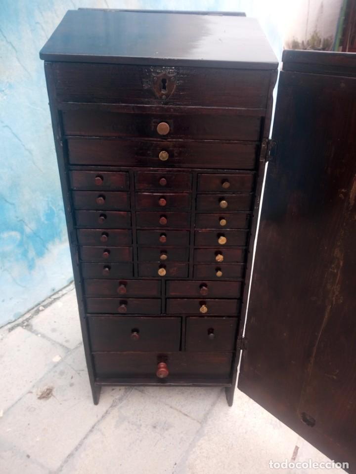 Herramientas de relojes: Antiguo armario de relojero,con 27 cajones abajo y en la parte de arriba bandeja y 1 cajón,siglo xix - Foto 2 - 200161138