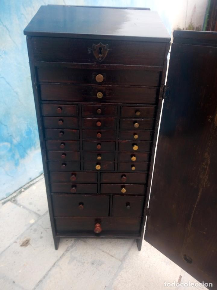 Herramientas de relojes: Antiguo armario de relojero,con 27 cajones abajo y en la parte de arriba bandeja y 1 cajón,siglo xix - Foto 9 - 200161138