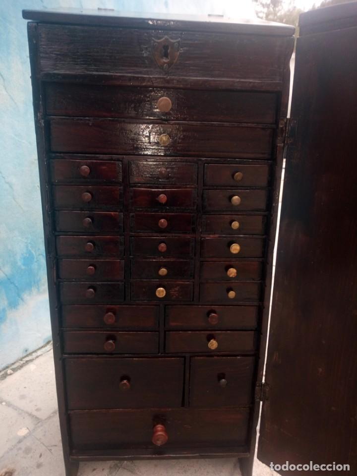 Herramientas de relojes: Antiguo armario de relojero,con 27 cajones abajo y en la parte de arriba bandeja y 1 cajón,siglo xix - Foto 10 - 200161138