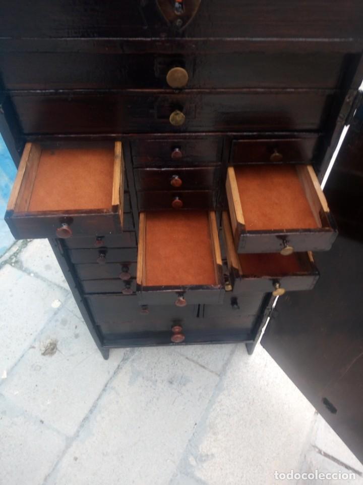 Herramientas de relojes: Antiguo armario de relojero,con 27 cajones abajo y en la parte de arriba bandeja y 1 cajón,siglo xix - Foto 14 - 200161138