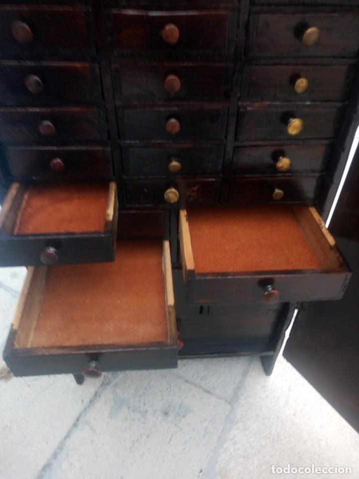 Herramientas de relojes: Antiguo armario de relojero,con 27 cajones abajo y en la parte de arriba bandeja y 1 cajón,siglo xix - Foto 15 - 200161138