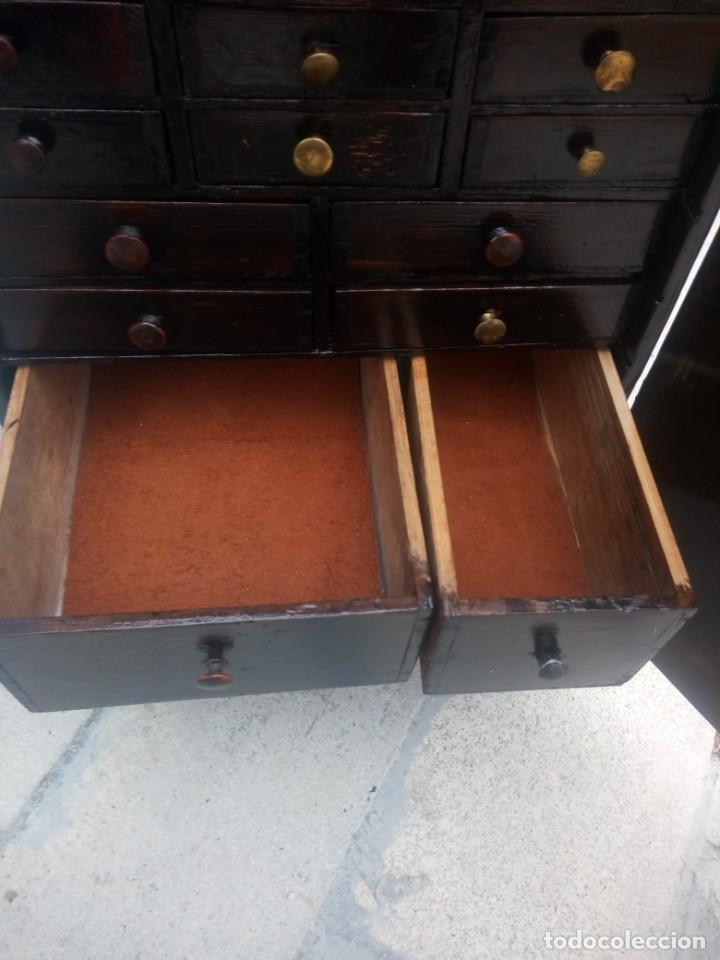 Herramientas de relojes: Antiguo armario de relojero,con 27 cajones abajo y en la parte de arriba bandeja y 1 cajón,siglo xix - Foto 16 - 200161138