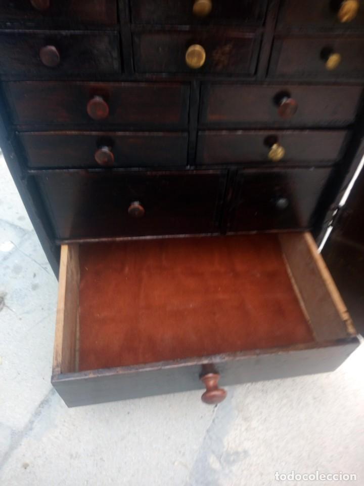 Herramientas de relojes: Antiguo armario de relojero,con 27 cajones abajo y en la parte de arriba bandeja y 1 cajón,siglo xix - Foto 17 - 200161138