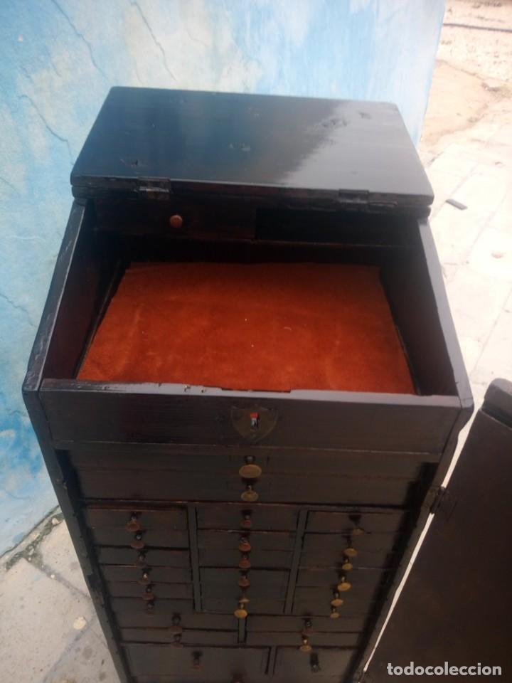 Herramientas de relojes: Antiguo armario de relojero,con 27 cajones abajo y en la parte de arriba bandeja y 1 cajón,siglo xix - Foto 20 - 200161138