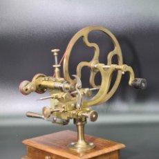 Herramientas de relojes: ANTIGUO ARRONDIR DE RELOJERO TORNO S. XIX. Lote 244656905