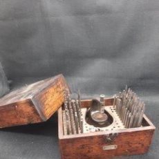Strumenti di orologiaio: ANTIGUA PUNZONADORA Y PUNZONES DEL SIGLO XIX DE RELOJERO. Lote 262236485