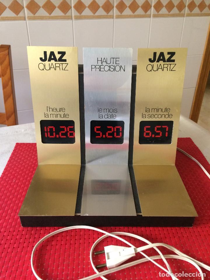 RELOJES JAZ - DISPLAY EXPOSITOR LUMINOSO - AÑO 70 - CON 3 PANTALLAS DE DATOS QUE SE ALTERNAN (Relojes - Herramientas y Útiles de Relojero )