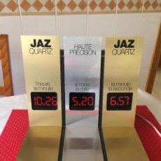 Outils d'horloger: RELOJES JAZ - DISPLAY EXPOSITOR LUMINOSO - AÑO 70 - CON 3 PANTALLAS DE DATOS QUE SE ALTERNAN. Lote 266840559