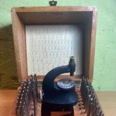 Strumenti di orologiaio: ANTIGUA PUNZONERA DE RELOJERO EN BUEN ESTADO PERO INCOMPLETA. Lote 268164169