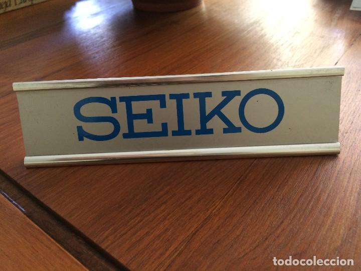 RELOJ SEIKO - CARTEL DISPLAY DE ALUMINIO - AÑOS 70/80 (Relojes - Herramientas y Útiles de Relojero )