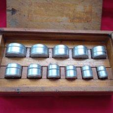 Outils d'horloger: ANTIGUA CAJA DE 12 TASES DOBLES DE RELOJ EN ALUMINIO.AÑOS 50.EL. Lote 287492648