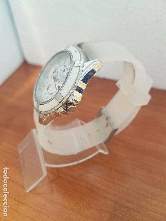 Relojes - Lotus: Reloj unisex de cuarzo TOMMY HILFIGER en acero multifunción con correa de silicona gris claro - Foto 9 - 133291030