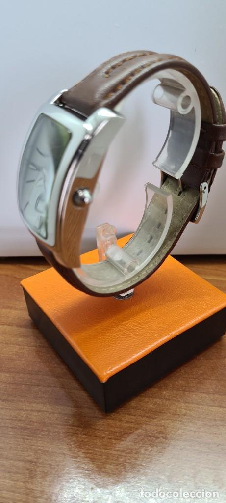 Relojes - Lotus: Reloj unisex cuarzo LOTUS en acero, esfera blanca con segundero a las seis, correa cuero marrón. - Foto 6 - 253554845