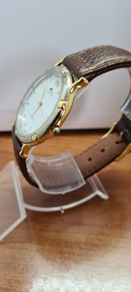 Relojes - Lotus: Reloj unisex cuarzo LOTUS en acero bicolor, esfera blanca, agujas chapadas oro, correa marrón nueva. - Foto 6 - 253556950