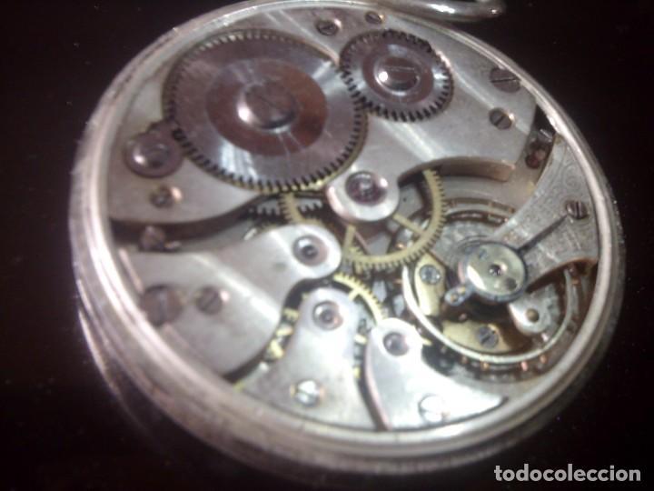 Relojes - Omega: ~~~~ ANTIGUO RELOJ DE BOLSILLO OMEGA DE PLATA LABRADA CON BELLISIMO TRABAJO, NO FUNCIONA. ~~~~ - Foto 2 - 150555210