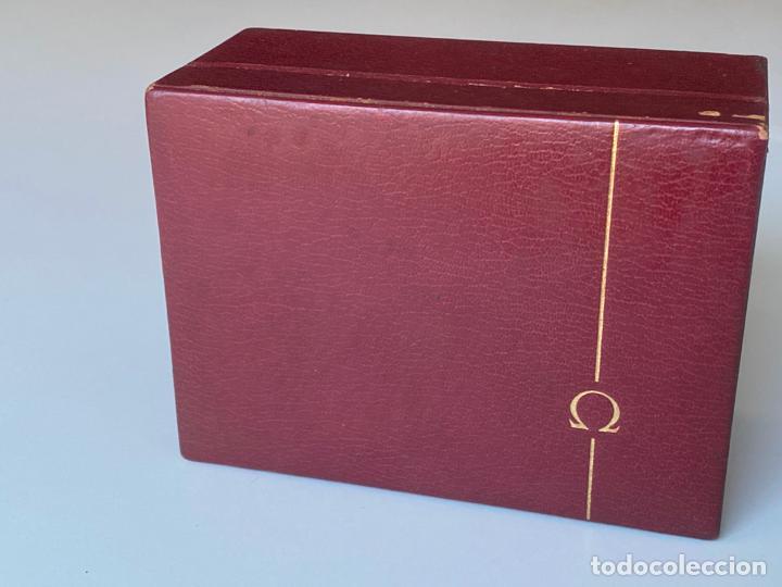 ESTUCHE DE RELOJ OMEGA , ANTIGUO Y ORIGINAL , VACÍO . COLOR BURDEOS , 14 X 10,2 X 6,3 CM. , (Relojes - Relojes Actuales - Omega)
