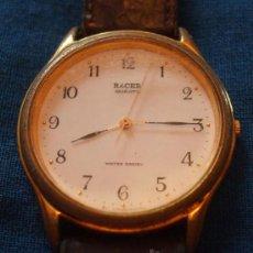 Relojes - Racer: PARA PIEZAS DE PULSERA SFERA REDONDA FONDO BLANCO NÚMEROS ORDINALES NEGROS, AGUJA SEGUNDERO DORADA . Lote 27178345