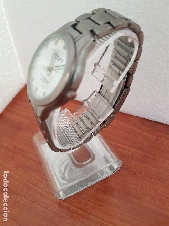 Relojes - Racer: Reloj caballero RACER de titanio con calendario a las tres, esfera blanca, correa titanio original. - Foto 4 - 178614356
