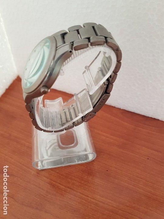 Relojes - Racer: Reloj caballero RACER de titanio con calendario a las tres, esfera blanca, correa titanio original. - Foto 6 - 178614356