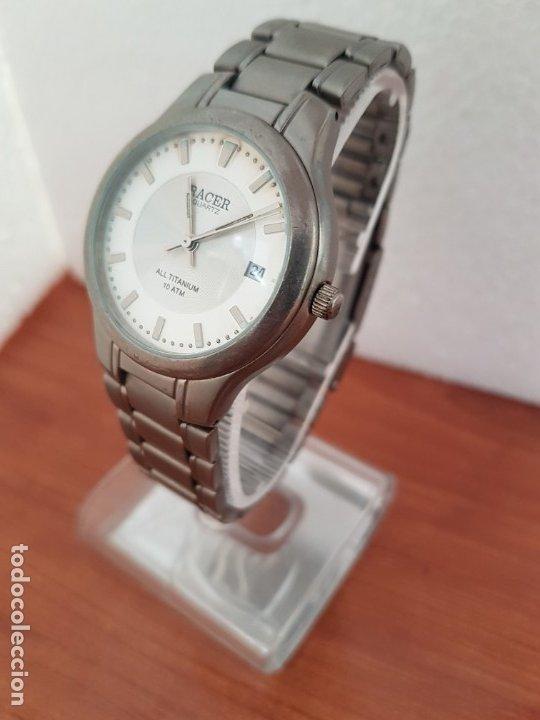 Relojes - Racer: Reloj caballero RACER de titanio con calendario a las tres, esfera blanca, correa titanio original. - Foto 8 - 178614356