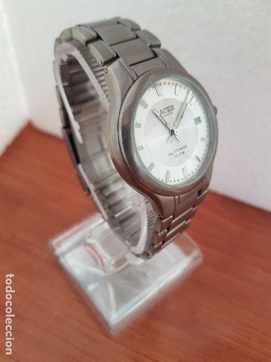 Relojes - Racer: Reloj caballero RACER de titanio con calendario a las tres, esfera blanca, correa titanio original. - Foto 11 - 178614356