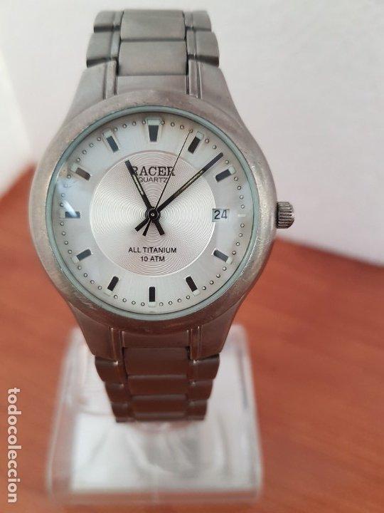 Relojes - Racer: Reloj caballero RACER de titanio con calendario a las tres, esfera blanca, correa titanio original. - Foto 12 - 178614356