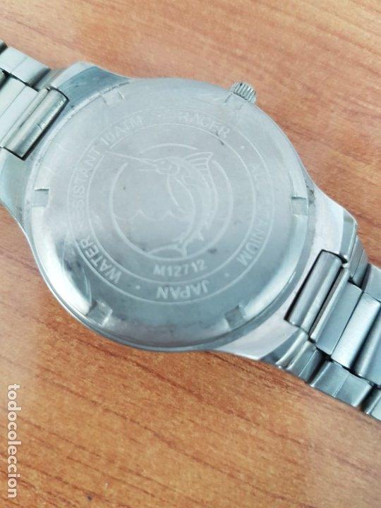 Relojes - Racer: Reloj caballero RACER de titanio con calendario a las tres, esfera blanca, correa titanio original. - Foto 13 - 178614356