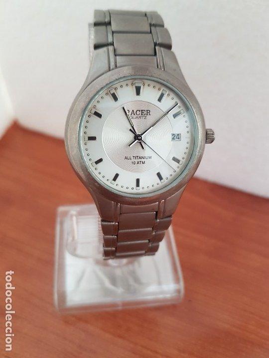 Relojes - Racer: Reloj caballero RACER de titanio con calendario a las tres, esfera blanca, correa titanio original. - Foto 14 - 178614356
