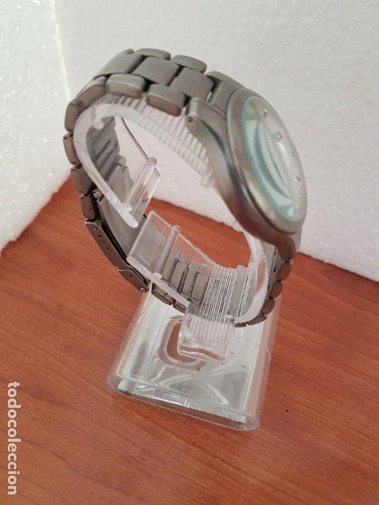 Relojes - Racer: Reloj caballero RACER de titanio con calendario a las tres, esfera blanca, correa titanio original. - Foto 16 - 178614356