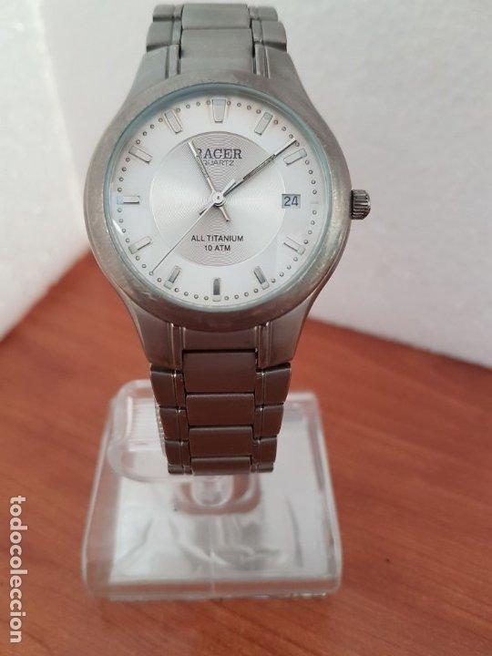 Relojes - Racer: Reloj caballero RACER de titanio con calendario a las tres, esfera blanca, correa titanio original. - Foto 18 - 178614356