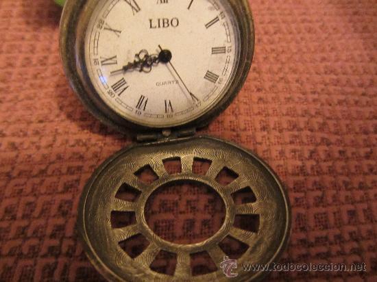 Recambios de relojes: MUY ANTIGUA CAJA DE RELOJ DE BOLSILLO. BRONCE LABRADO, 4 CMS DIAMETRO - Foto 2 - 30608617