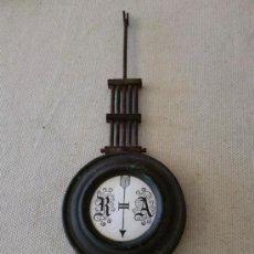 Recambios de relojes: ANTIGUO PÉNDULO DE RELOJ FECHADO EN 1923. Lote 32356483