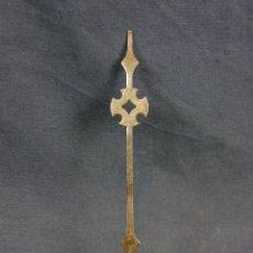 Recambios de relojes: AGUJA DE RELOJ DE HIERRO RECORTADO SIGLO XVIII - XIX CRUZ 13,5 X 1, 8 CM. Lote 44509319
