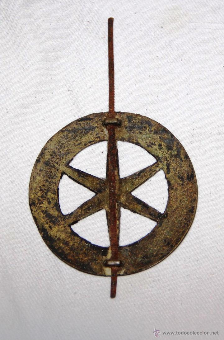 Recambios de relojes: ANTIGUO DISCO DE PENDULO DE BRONCE PARA RELOJ DE PARED SELVA NEGRA , RATERA - Foto 2 - 54577051