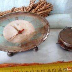 Recambios de relojes: VIEJOS DESPERTADORES PARA PIEZAS O DECORACIÓN. PAREJA. DE CUERDA:. Lote 63538668