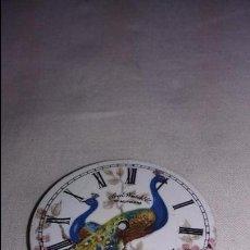 Recambios de relojes: ESFERA DE PORCELANA WALTHAM PINTADA CON PAVOS REALES DE 3,45 CM. Lote 64537271