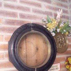 Recambios de relojes: ANTIGUA CAJA DE MADERA DE RELOJ DE ESCUELA MOREZ AÑO 1890 PARA RESTAURAR O PIEZAS. Lote 87054136