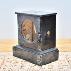 Recambios de relojes: BASE DE MARMOL NEGRO PARA RELOJ DE SOBREMESA CAJA RELOJ FRANCÉS. Lote 97421423
