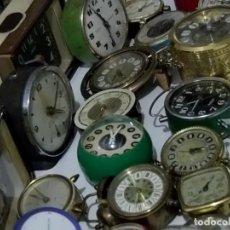 Recambios de relojes: LOTE GRANDE DE 24 RELOJES DESPERTADORES ANTIGUOS REPARAR O PIEZAS LOTE WATCHES. Lote 115969924