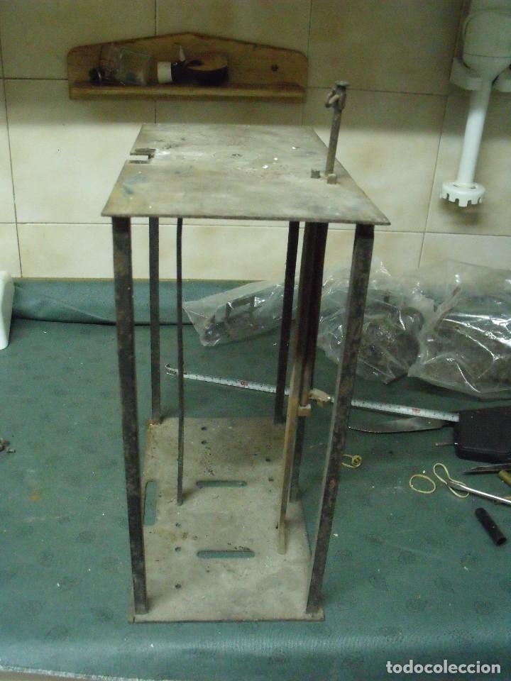 Recambios de relojes: un bastidor para reloj Morez de pesas con soporte y mecanismo del martillo- lote 93 - Foto 2 - 116491267