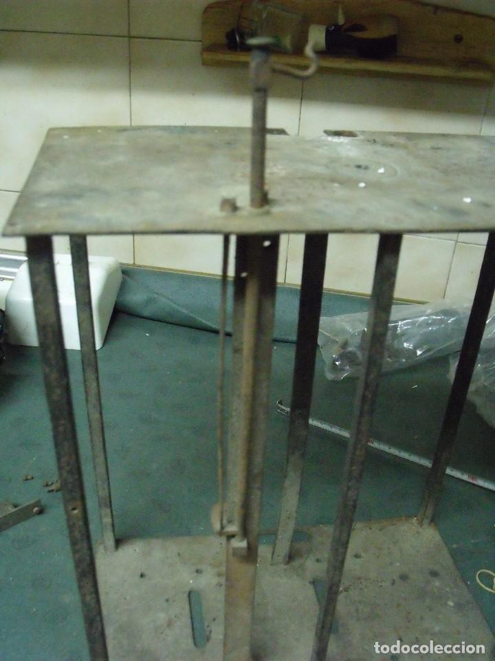 Recambios de relojes: un bastidor para reloj Morez de pesas con soporte y mecanismo del martillo- lote 93 - Foto 3 - 116491267