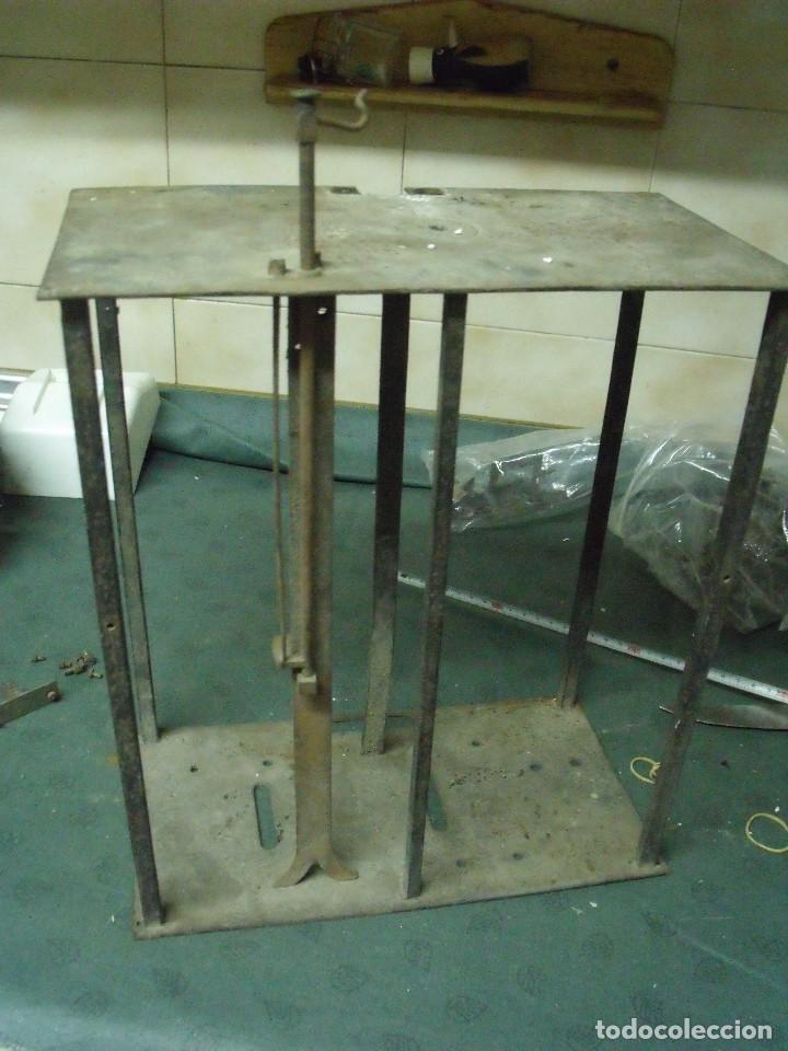 Recambios de relojes: un bastidor para reloj Morez de pesas con soporte y mecanismo del martillo- lote 93 - Foto 4 - 116491267