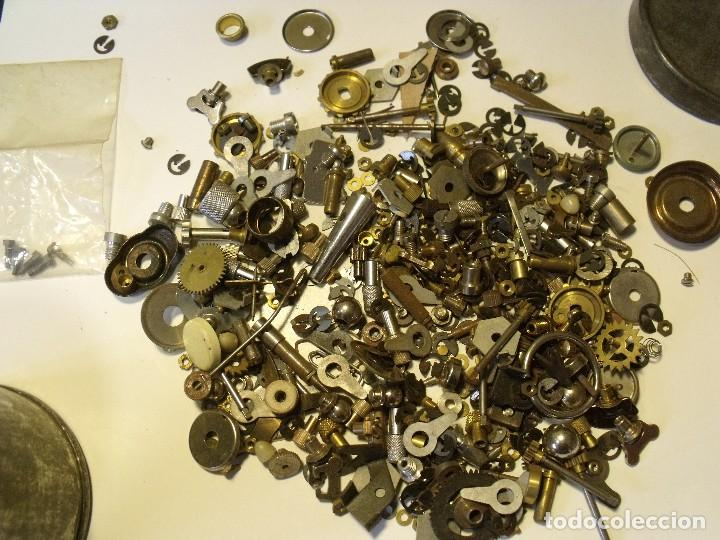 Recambios de relojes: restos de relojeria 1 LOTE MEDIO KG PIEZAS - lote 118 - Foto 2 - 123652815