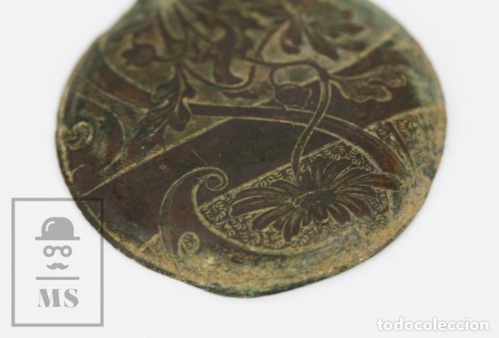 Recambios de relojes: Antigua Tapa de Reloj de Bolsillo - Grabada con Motivos Art Nouveau / Modernistas - Flores - Foto 2 - 133607674