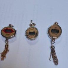Recambios de relojes: TRES RELOJES COLGANTES DE CUARZO. Lote 133627578
