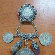 Recambios de relojes: PRECIOSA CHATELAINE-LEONTINA DE BROCHE COMPLETA DE PLATA CON MONEDAS Y COLGANTES,DE 1890, PESA 71 GR. Lote 135218090