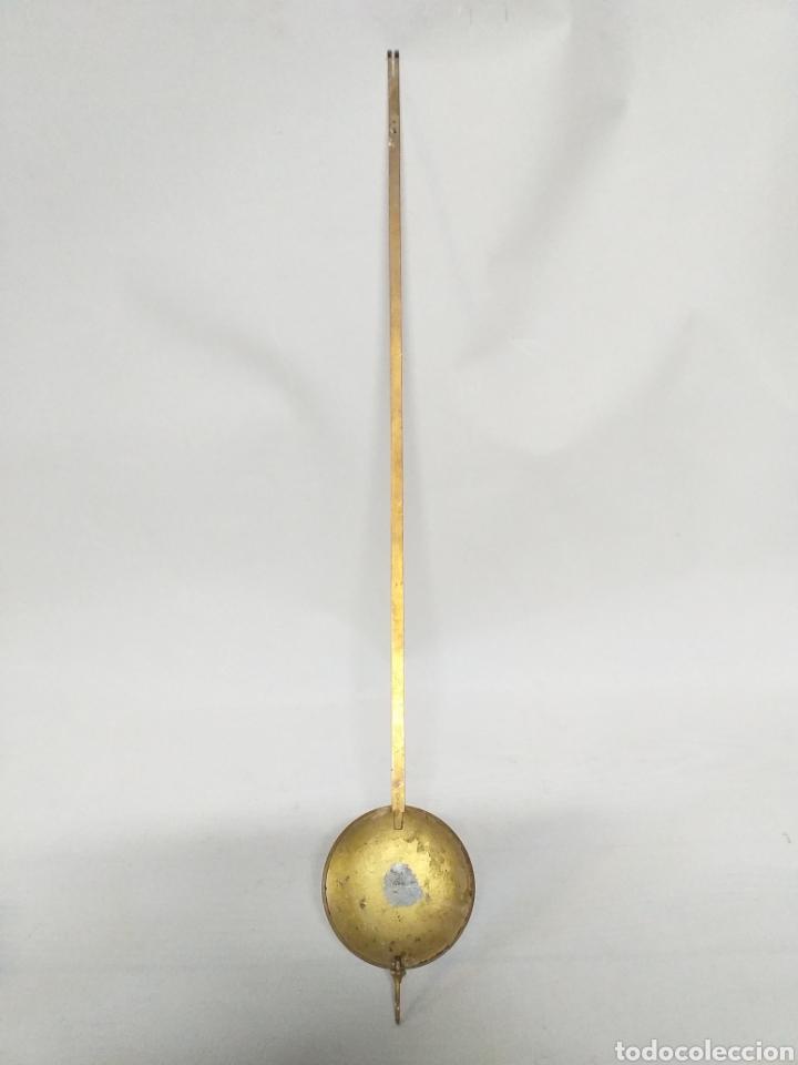 Recambios de relojes: Antiguo pendulo para reloj de pared. De bronce o laton. - Foto 2 - 146755005